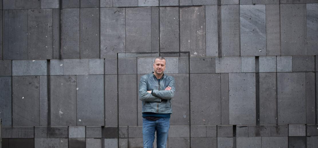 Bernhard Aichner , Autor .