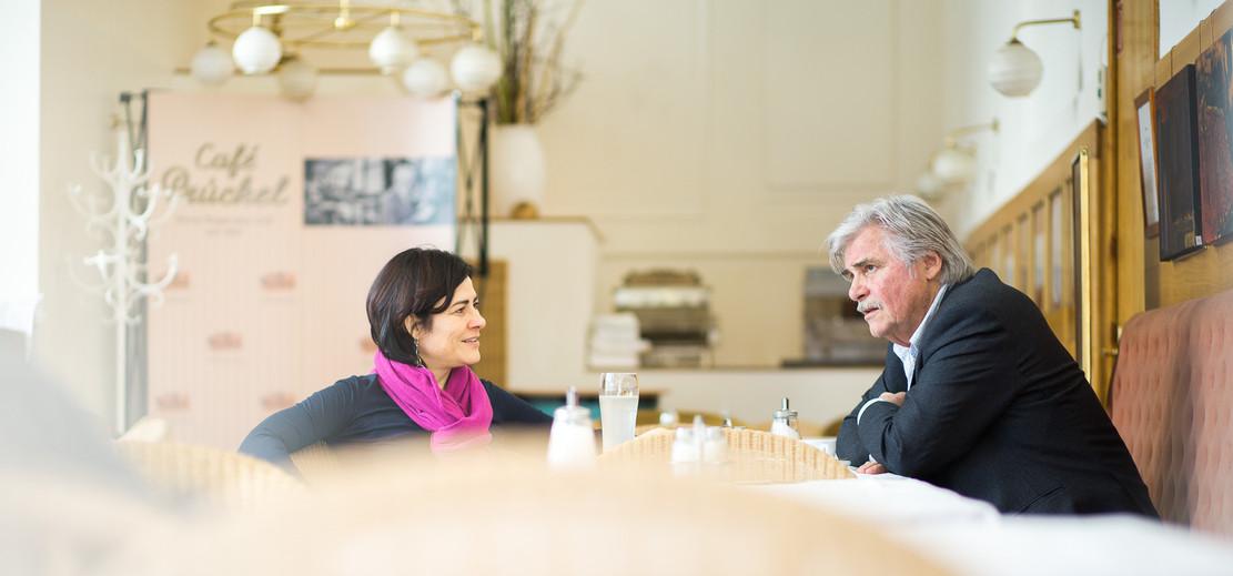 Simonischek in Prückl mit Judith Hecht .
