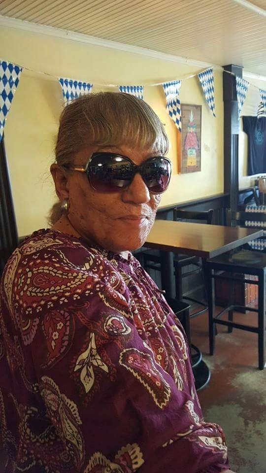 Eileen Burrell styling & profiling in Hollywood shades