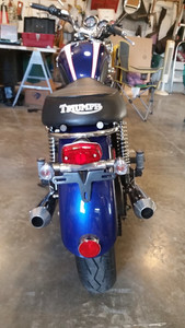 Bonneville 900 custom Maund Tail light fitted with grab rail