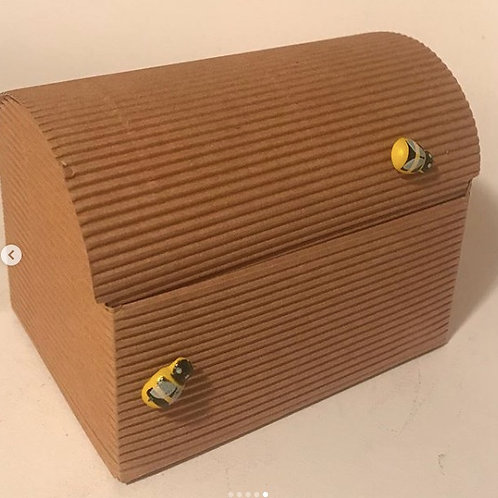 Corrugated chest Eco gift box- beeswax balms