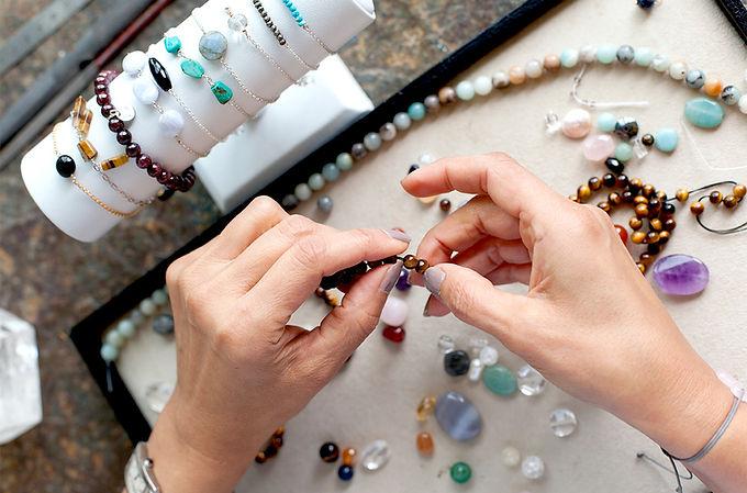 Atelier Sôma. Outils de lithothérapie, bijoux made in france fabriqués à la main.