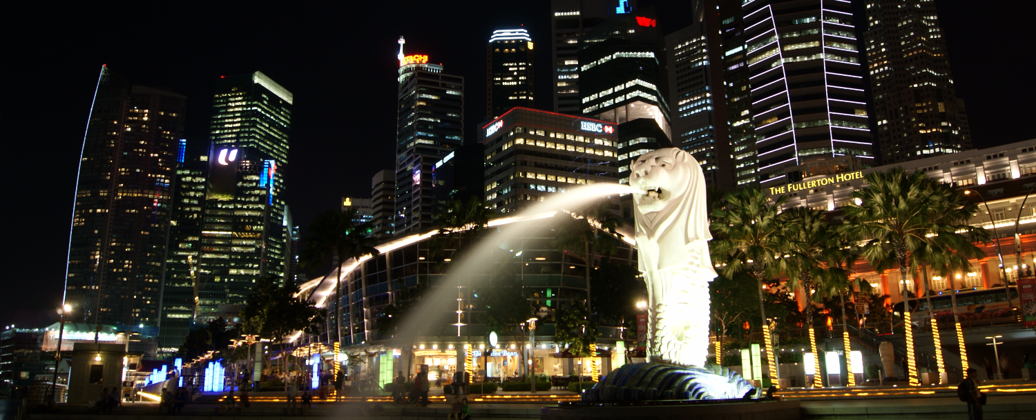 Merlion_and_the_Singapore_Skyline_at_Night_edited_edited