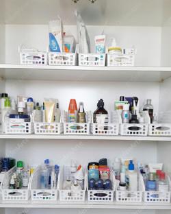 armário de banheiro organizado