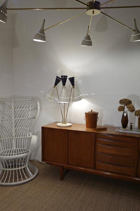 Lustre contemporain italien 8 feux blanc cassé et laiton style 50's stilnovo