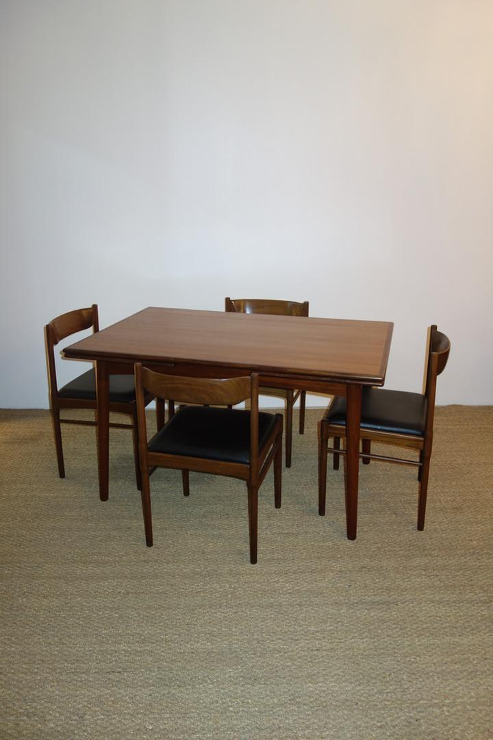 Table à manger scandinave par Willy Sigh