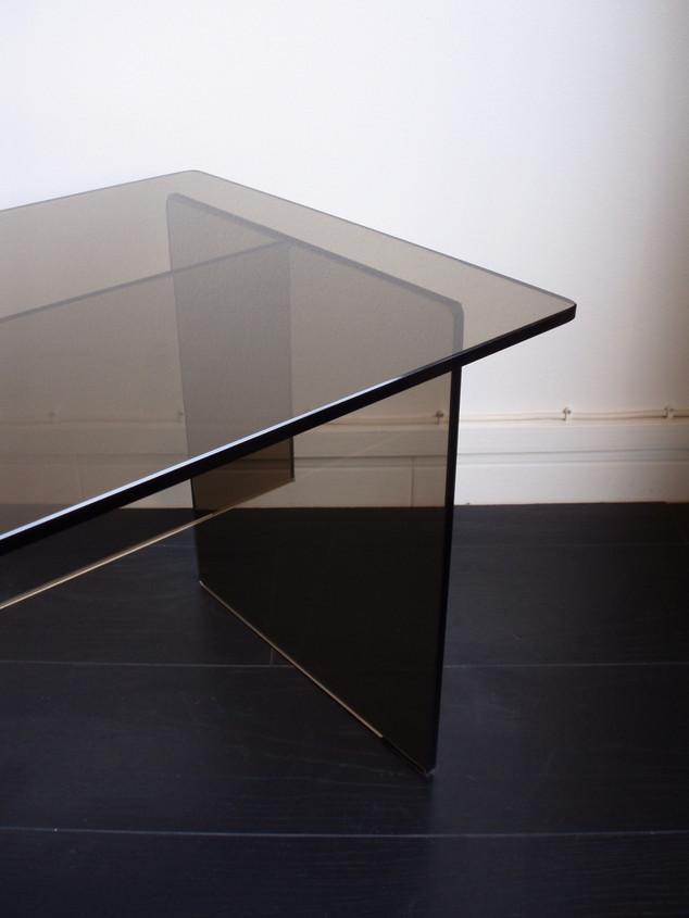 Table basse en verre fumé des année 70