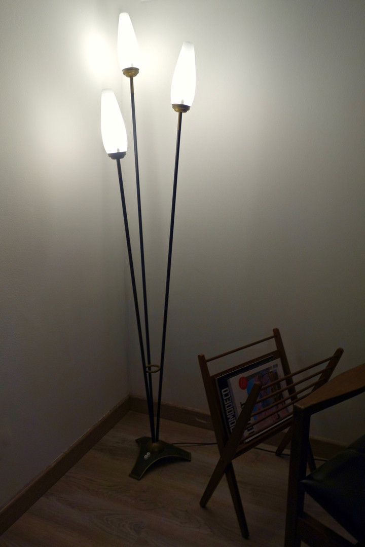 Lampadaire tripode vintage en métal des a