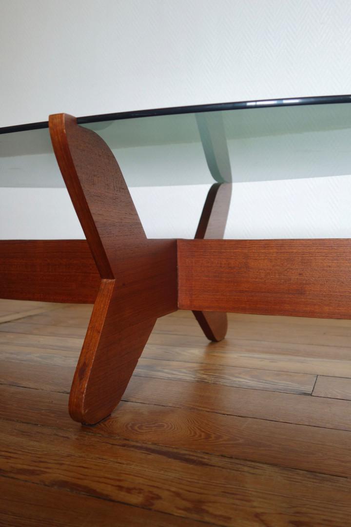 Table basse en teck attribué à Hugues Po