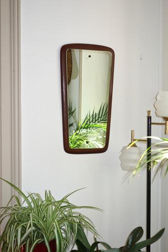 Miroir scandinave en teck forme libre et