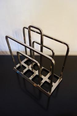 Porte revues métal argenté année 70