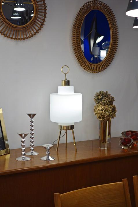 Lampe tripode opaline et laiton