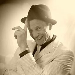 Er schaute gern Sinatra-Filme ;)