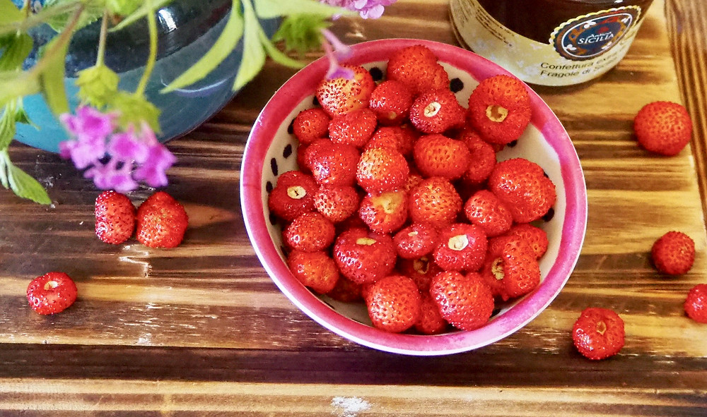 sicily-products-strawberries-3