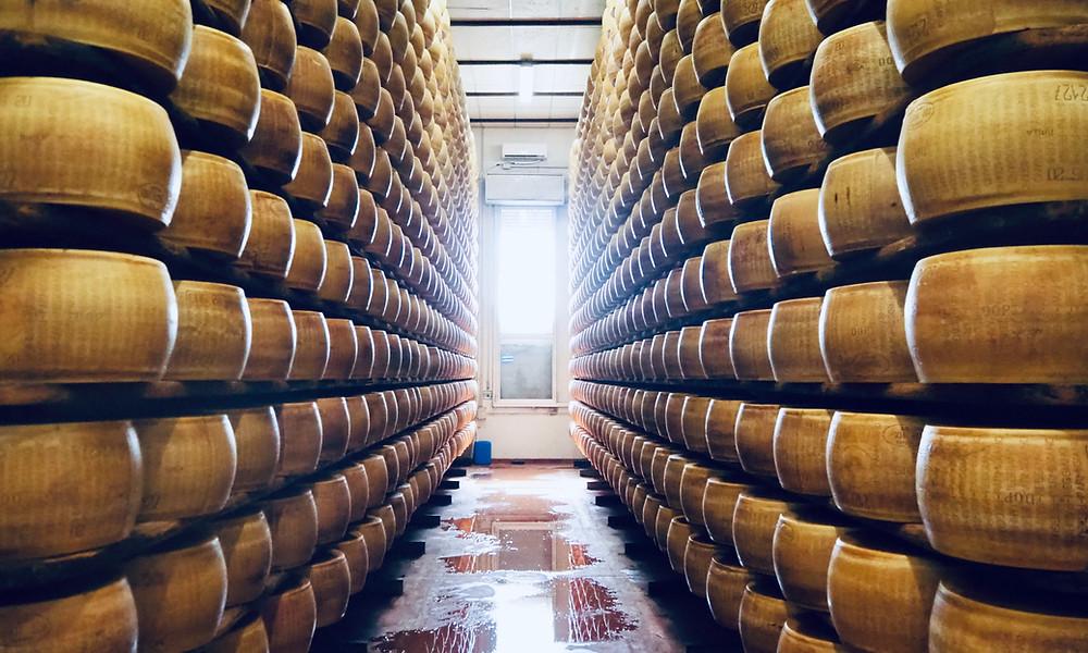parma-food-tours-cheese-farm-11