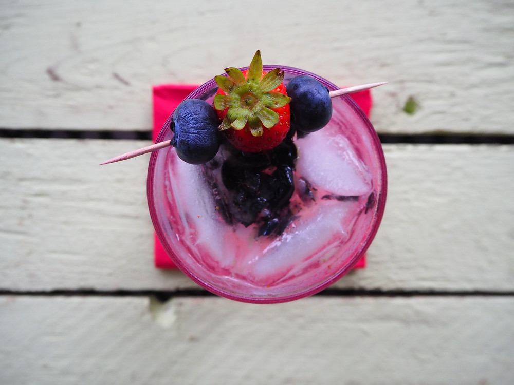 blueberry-gin-smash-cocktail