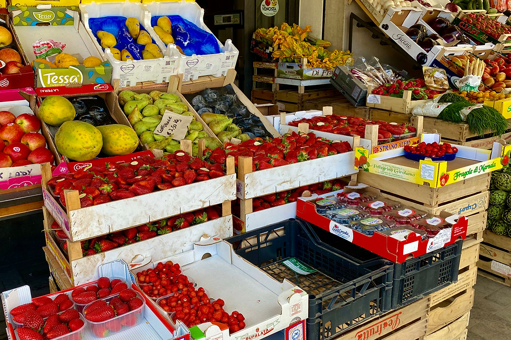 sicily-products-strawberries-2