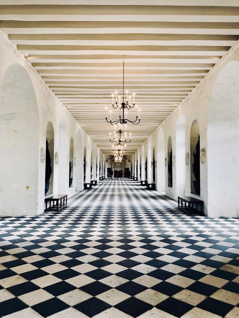 château-de-chenonceau-inside-arches