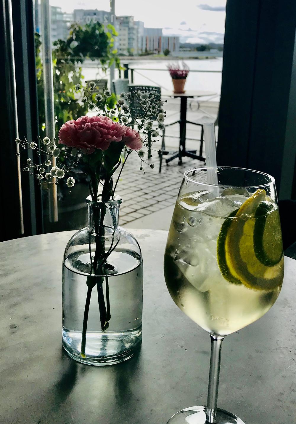 cocktails-hugo-spritz-italian-aperitivo