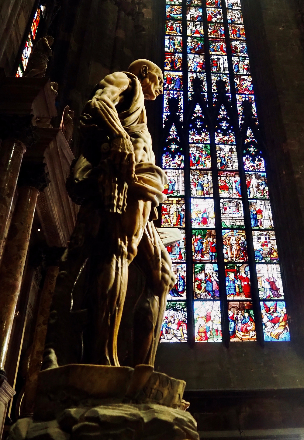 milan-cathedral-inside-art