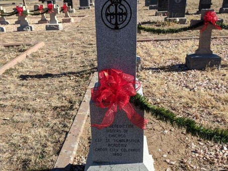 Oblates in Colorado Decorate Headstones for Christmas