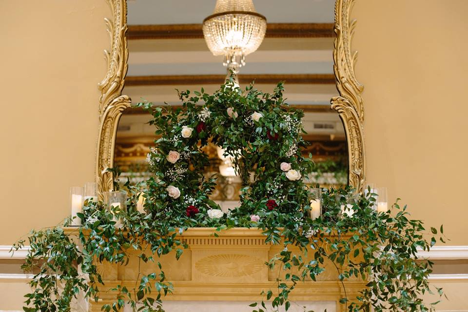 Mantle wreath