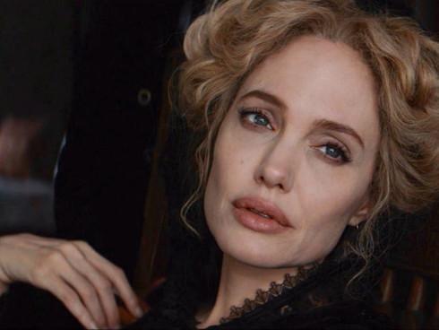 Анджелина Джоли в фэнтези «Питер Пэн и Алиса в стране чудес»