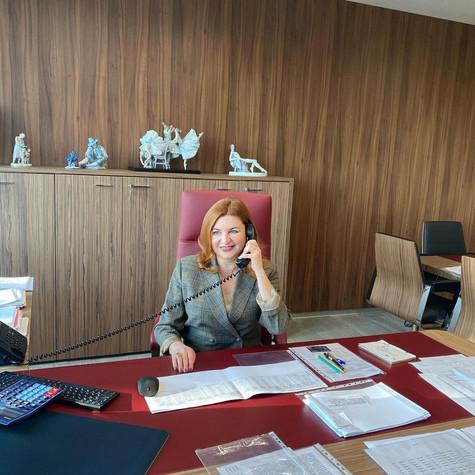 Наталья Юрьевна! Примите наши искренние поздравления и самые тёплые пожелания