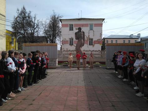 6 мая, на торжественном митинге вспоминали подвиг Куровских текстильщиков