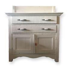 Small white cabinet  Rustic cabinet perfect for display.  Dimensions: 17 x 31.5 x 35 Quantity: 1  Dimensions:  Quantity: