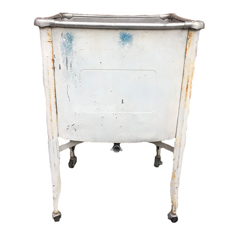 Rustic wash bin would make a perfect cooler.  Dimensions: 21 x 17.5 x 31 Quantity: 1