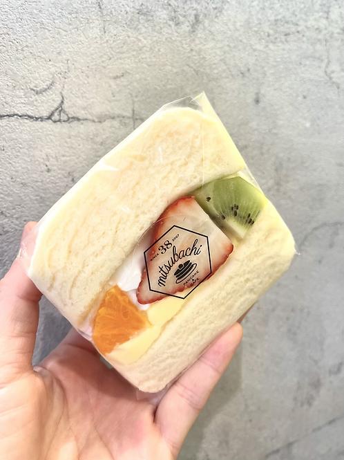 ふわふわ♪スフレパンケーキ・ミックスサンド(620円税別)