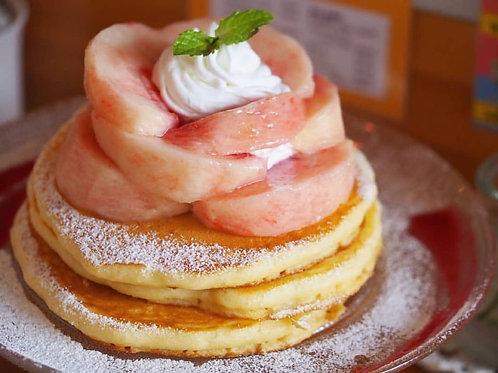 丸ごと桃のプレミアムパンケーキ (1,550円税別)