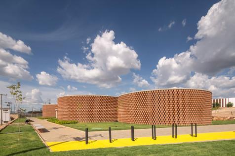 ArchDaily | Academia Escola Unileão  Lins Arquitetos Associados | 12.07.2019