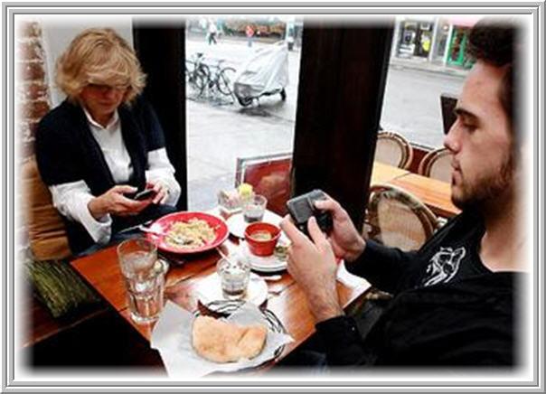 Telefone celular no restaurante new 1.jpg