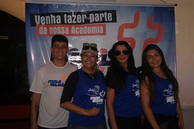 Domingo Fitness com Ano Rosa e Academia Mais saúde