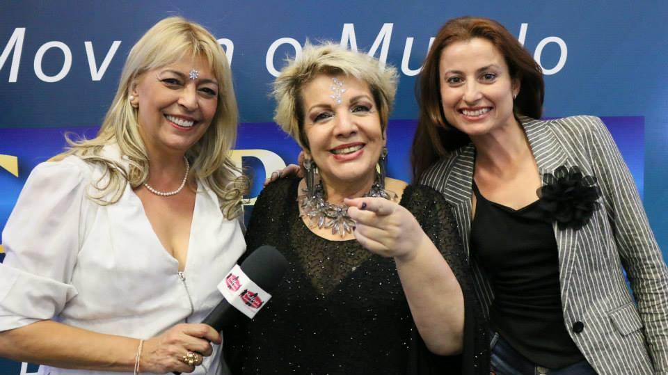 Leila Navarro dá show em evento