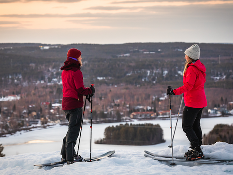 What to Bring on Your First Ski Outing