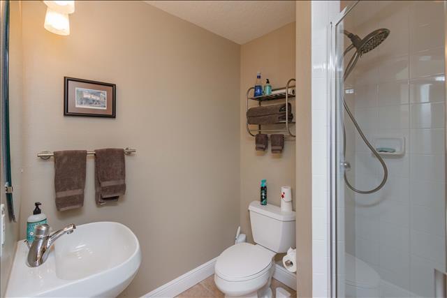 19 bathroom.jpg