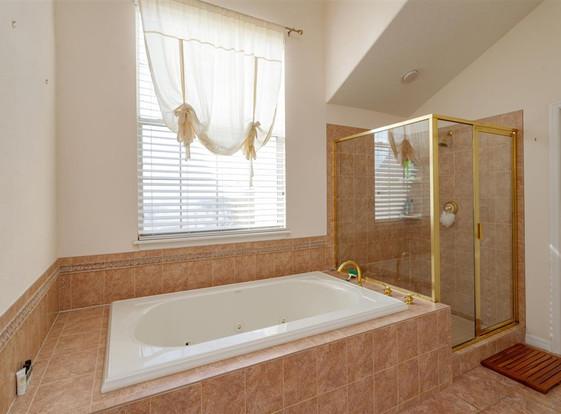 16-Master Bathroom (2).jpg