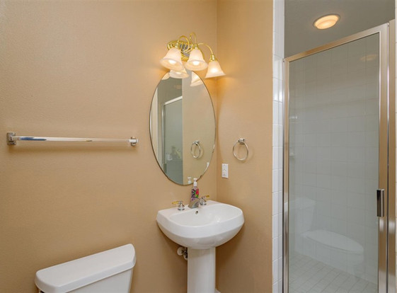 22-Bathroom (2).jpg