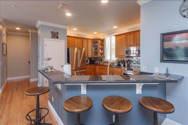 9 kitchen b.jpg