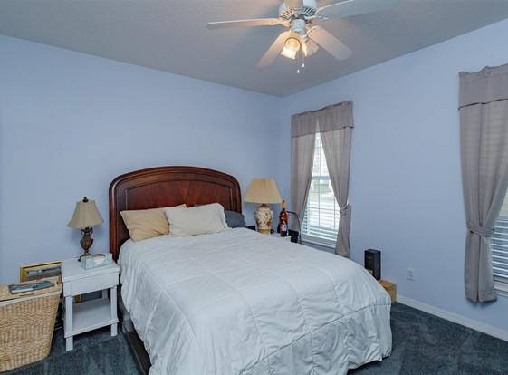 19-Bedroom.jpg