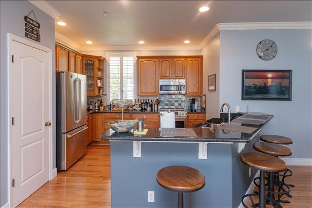 8 kitchen a.jpg