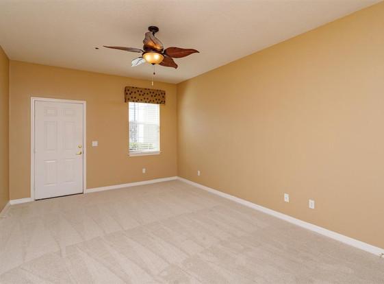 21-Bedroom (2).jpg