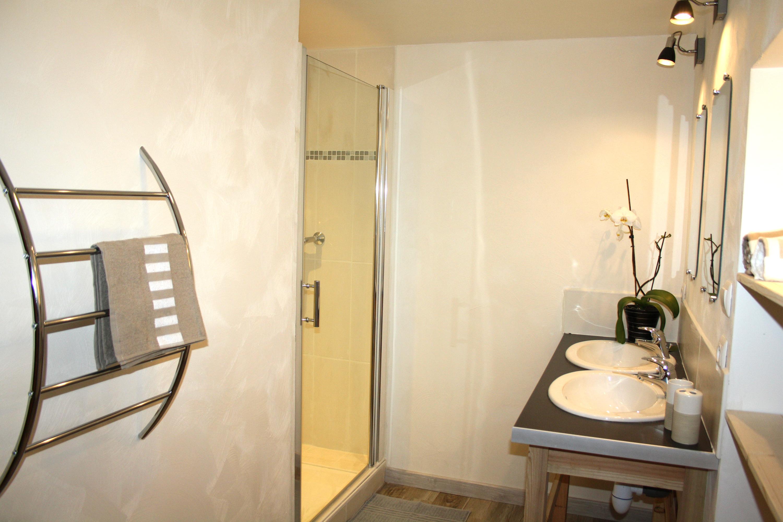 Gite Romeyer 1ère salle de bain