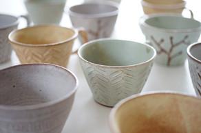 優し気な色合いとマットな質感が手に馴染む、繊細で可愛らしい雰囲気のマグカップたち
