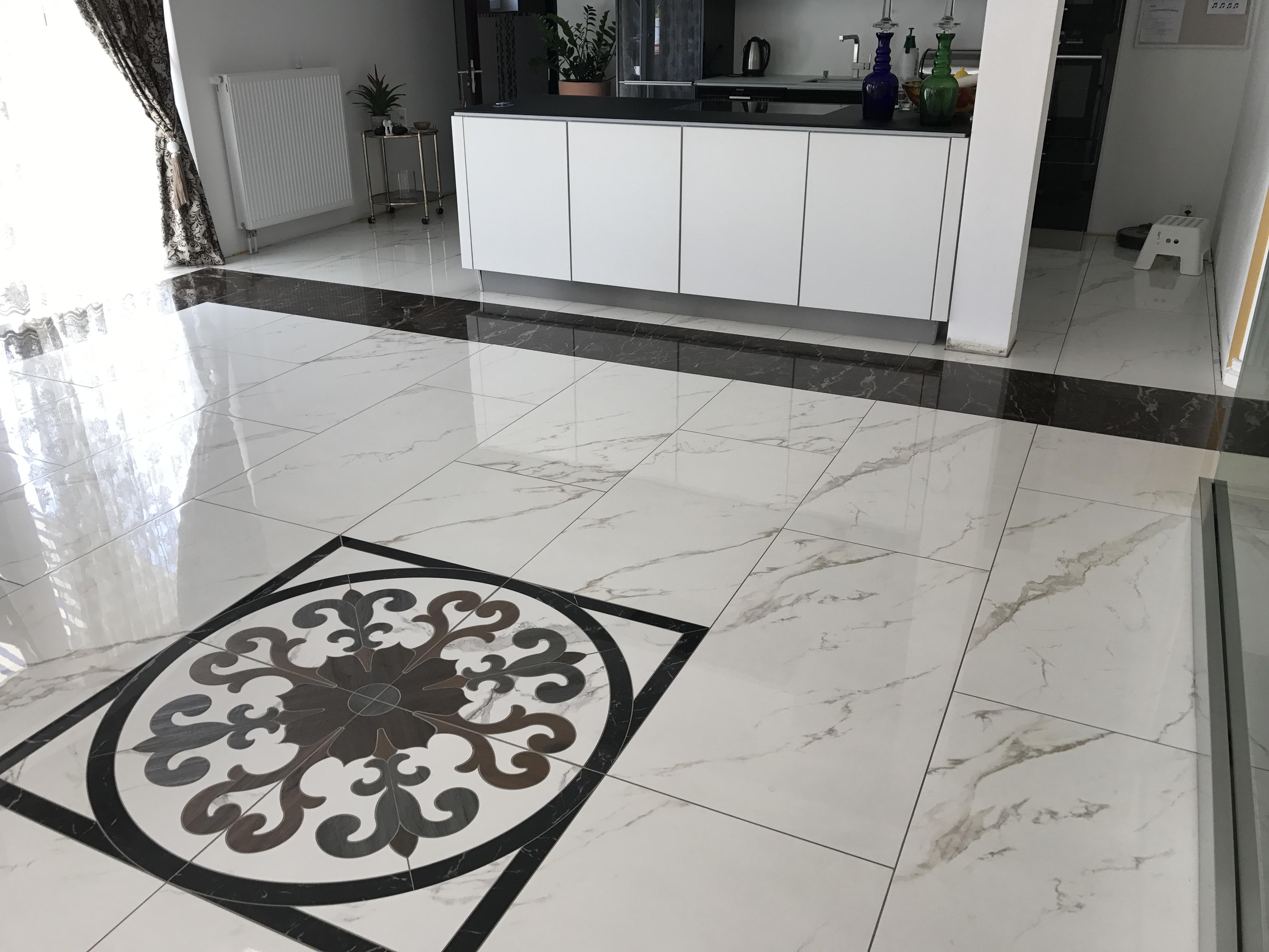 Bodenplatten mit Muster