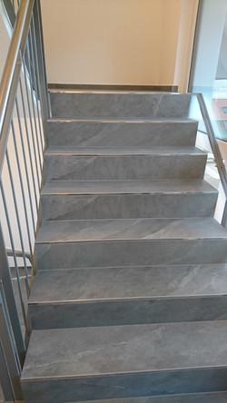 Treppe: 60x120 matt + rekt.