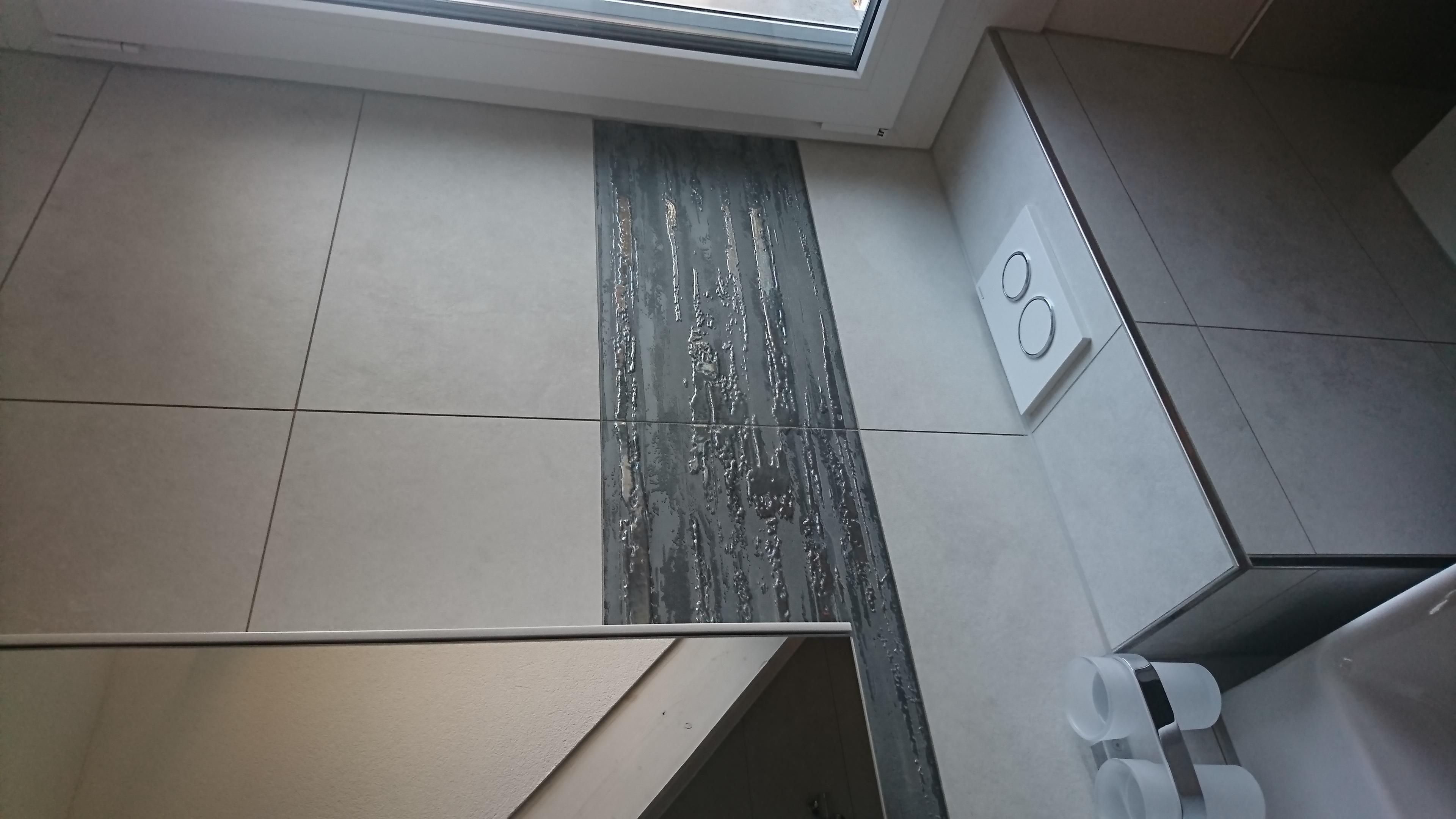 Boden: 60x120 matt + rekt. ; Wand: 30x60 + Dekor